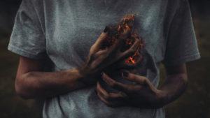 Горят руки изнутри