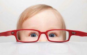 Для чего очки для чтения, когда ребенок плохо видит вдаль