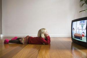Ребенок после просмотра телевизора часто моргает уже несколько дней