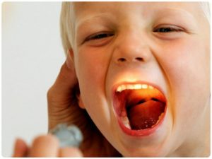 Длительный кашель у ребенка и красное горло