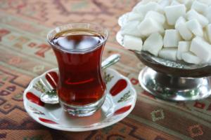 Очень много пью чая с сахаром