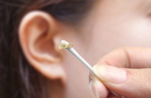 Ребёнок засунул ватную палочку в ухо