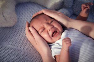 Просыпается плачет и трясется