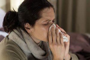 Длительное время чихание и насморк по утрам, боли в ушах