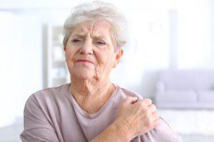Уплотнение в груди у пожилой бабушки