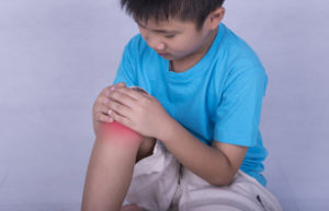 Ночная боль в коленке у ребенка 4 года