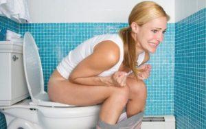 Больно ходить в туалет во время месячных
