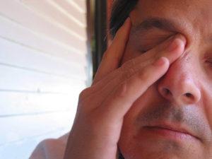 Сильное напряжение в глазах, сонливость