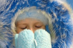 Ночью ребёнок замерз, как отогрелся породнилась температура