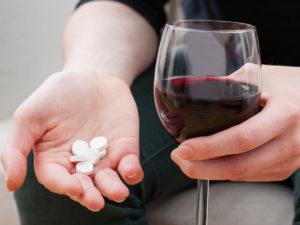 Можно ли пить спиртное с искуственными хрусталиками