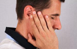Справа заложен нос и болит щека