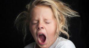 Беспокойство во время зевания у ребёнка