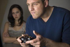 Муж играет на ставках, как ему помочь?