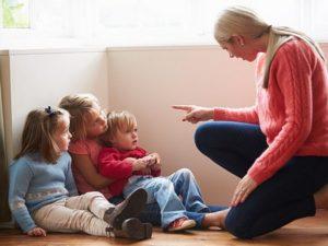 Неадекватное поведение матери