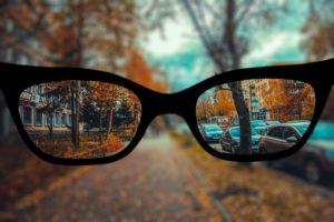Почему размыто видно в новых очках?