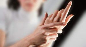 Онемели руки