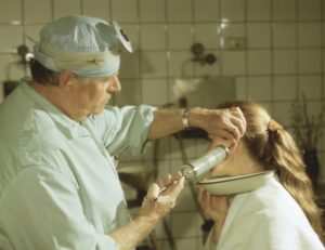 Болит ухо после чистки у ЛОРА