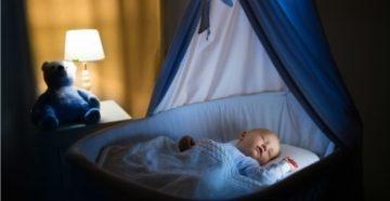 Ребёнок крутится всю ночь с рождения